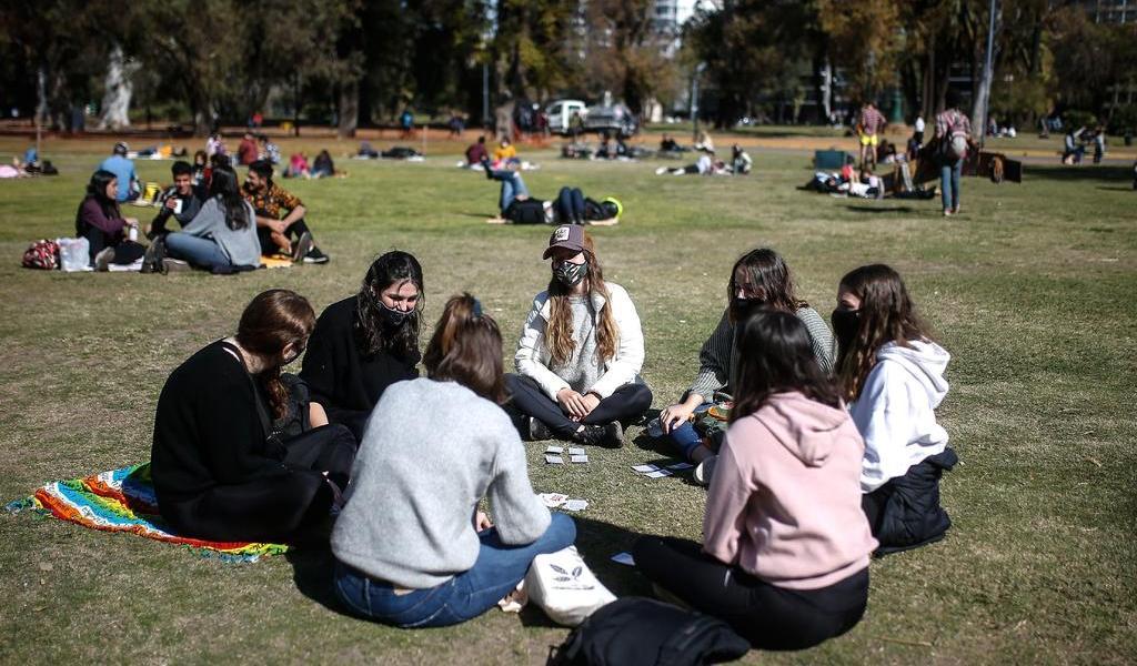 Buenos Aires se enfoca en 'supercontagiadores' para bajar curva viral