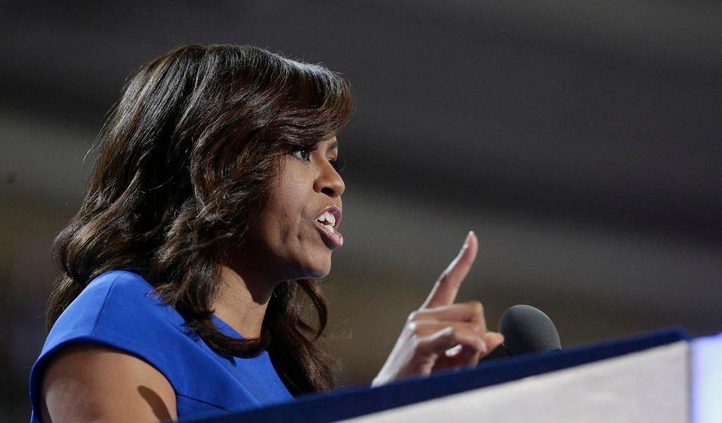 Michelle Obama acusa a Trump de manejar la pandemia intencionalmente mal