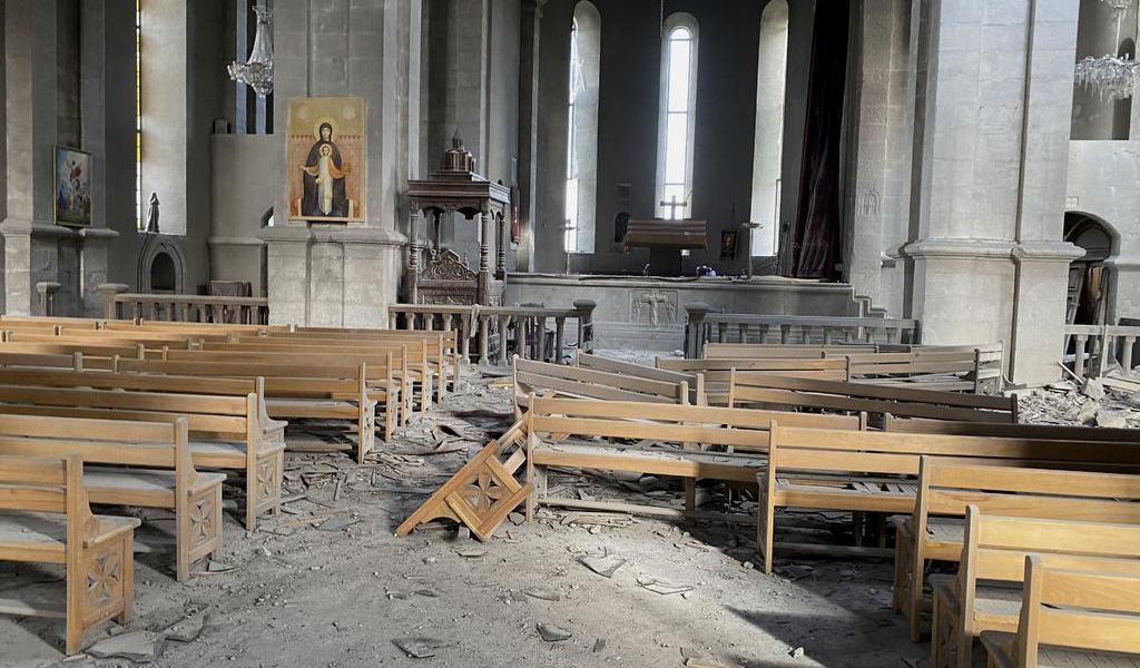 Acusa Armenia a Azerbaiyán de atacar catedral con artillería