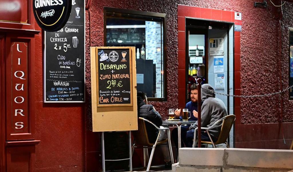 Decretan estado de alarma en Madrid por COVID; reinstaurarán confinamiento