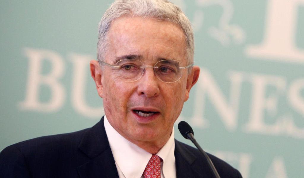 Jueza ordena libertad del expresidente colombiano Álvaro Uribe