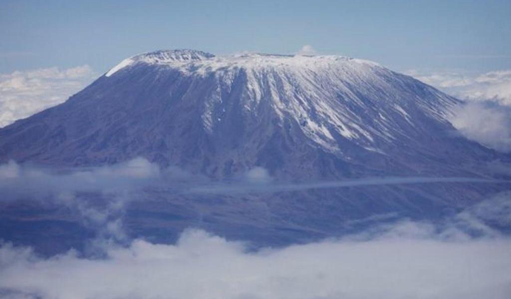Se registra incendio en un campamento del monte Kilimanjaro