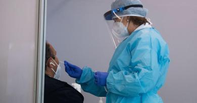Suma Italia 7,332 casos de COVID-19; su récord en la pandemia