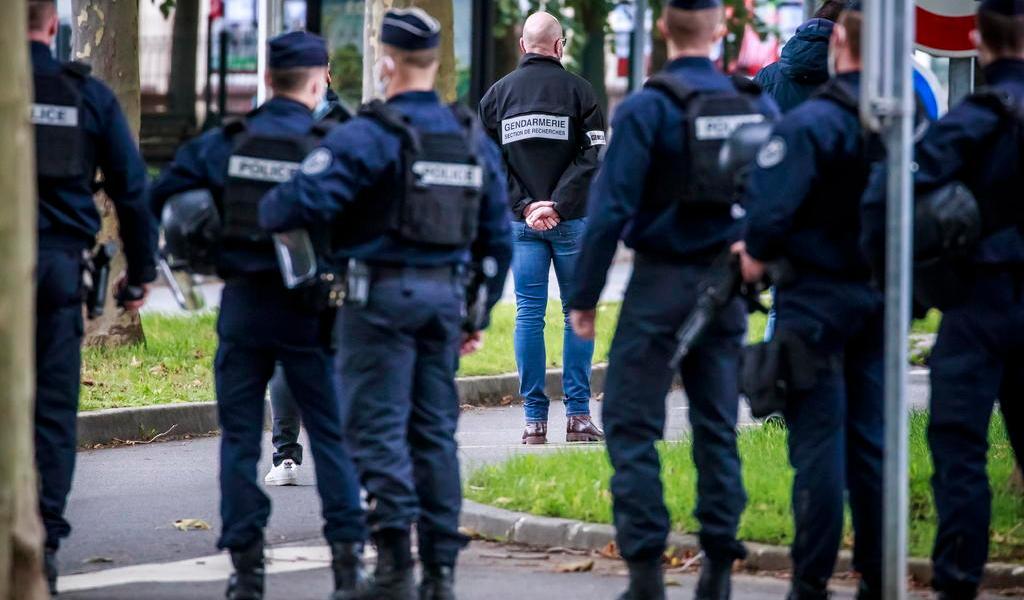 Abaten al terrorista que decapitó a un profesor en la periferia de París