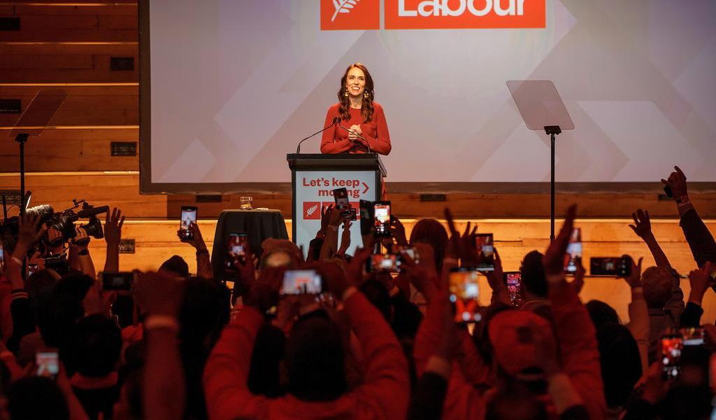 Primera ministra Jacinda Ardern revalida mandato tras histórica victoria en Nueva Zelanda