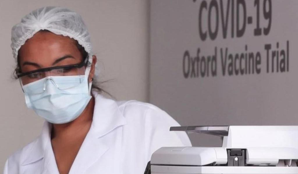 AstraZeneca seguirá con pruebas de la vacuna COVID-19 tras muerte de voluntario en Brasil