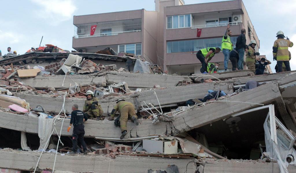 Suman 6 muertos y 321 heridos tras sismo en Turquía