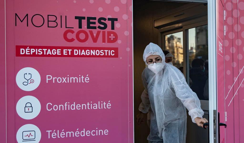Francia casi dobla el número de muertos por COVID-19 en su recuento diario