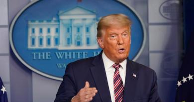 Suman diez los casos de COVID-19 en entorno de Trump en última semana