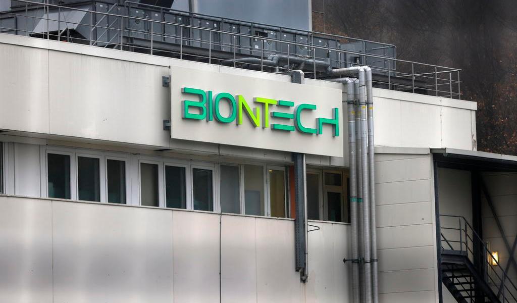 Autoriza Bahrein uso de vacuna de Pfizer y BioNTech