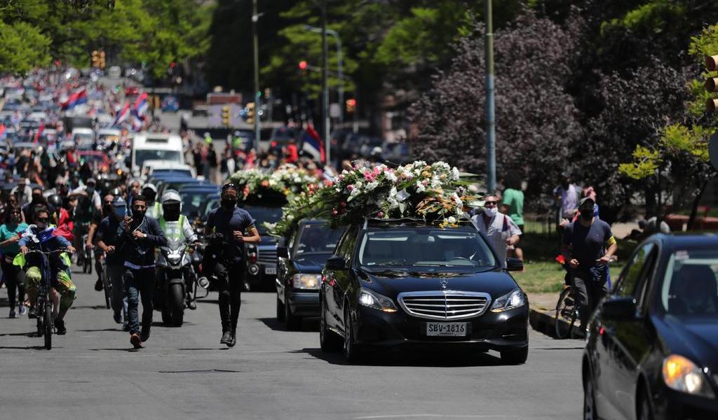 Cortejo fúnebre con restos de Tabaré Vázquez sale hacia el cementerio