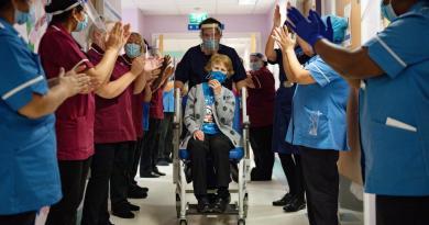 Inicia aplicación de vacuna contra COVID-19 en Reino Unido