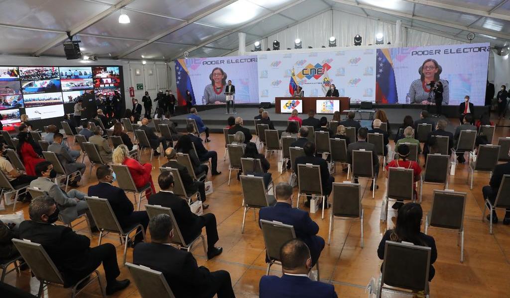 Ente electoral de Venezuela acredita a diputados elegidos en las legislativas
