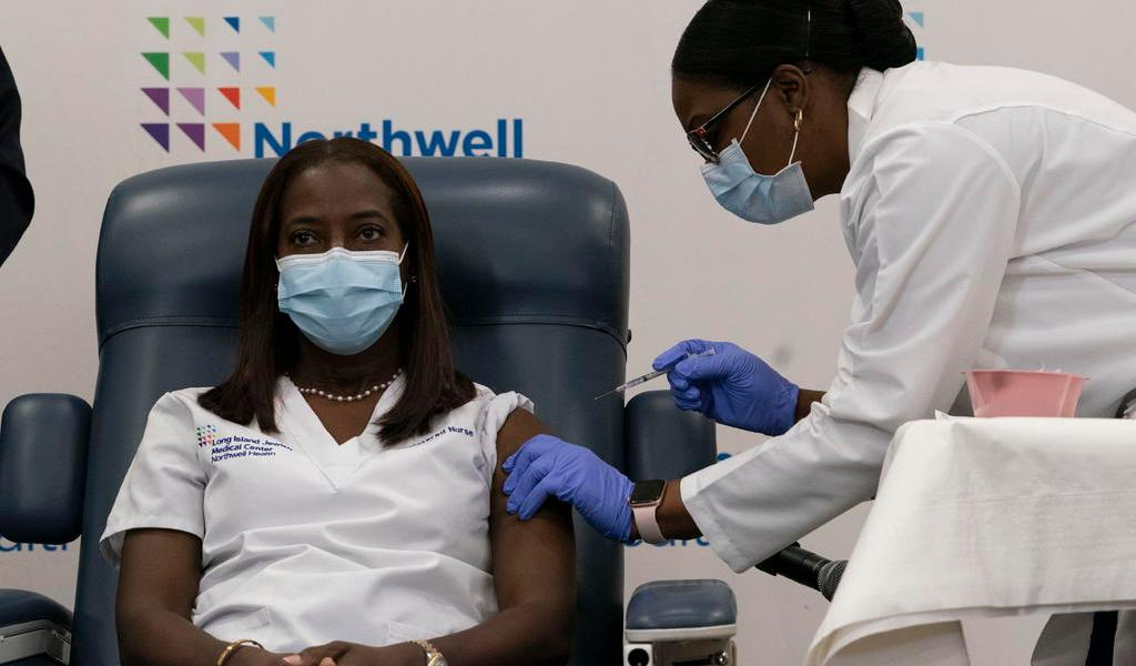Sandra Lindsay, la primera neoyorquina en recibir la vacuna contra el COVID