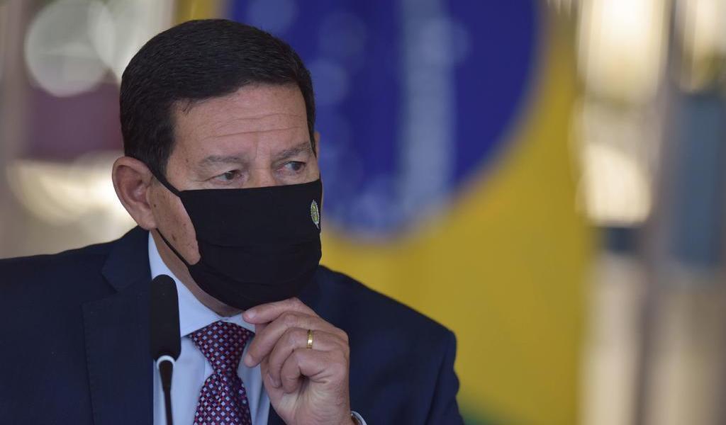 Hamilton Mourao, vicepresidente de Brasil, da positivo a COVID-19