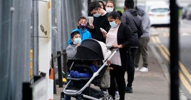 Alcanza Reino Unido niveles de contagios de COVID-19 sin precedentes