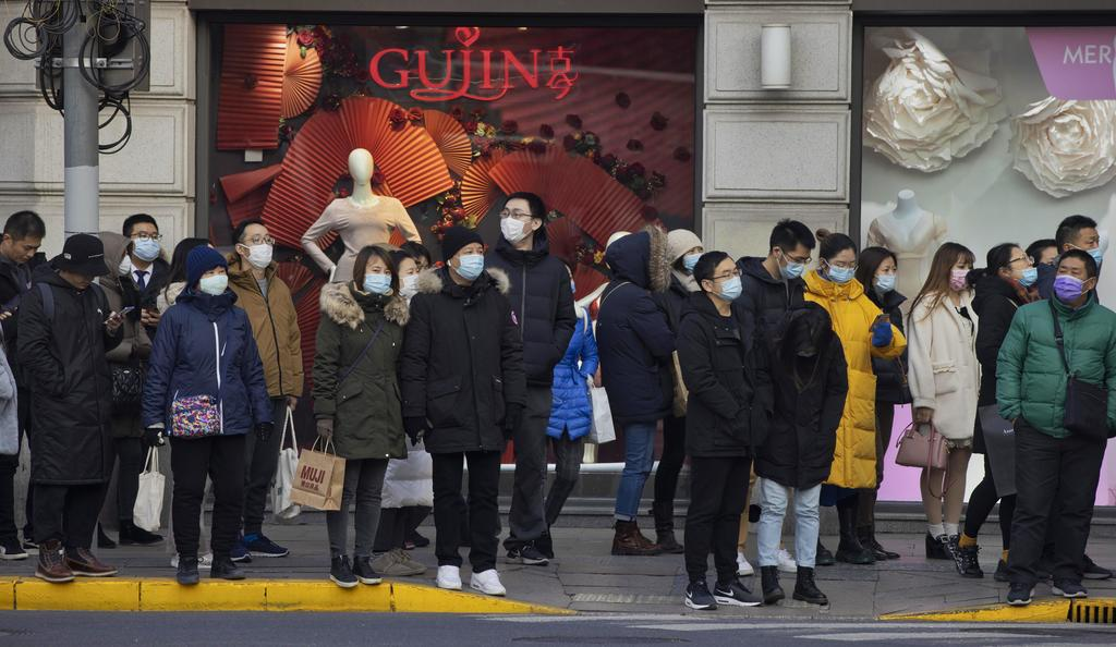 Supera China el centenar de nuevos contagios por COVID-19