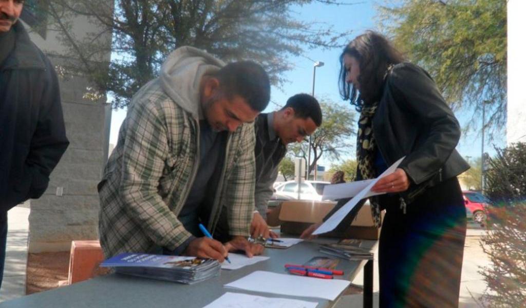 De acuerdo a sondeo, hispanos son menos optimistas ante desempleo en EUA