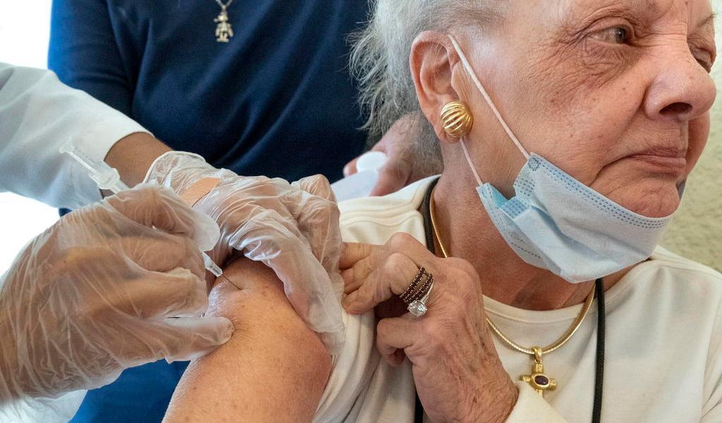 Florida rechaza rumores sobre arribo de turistas para recibir vacuna de COVID