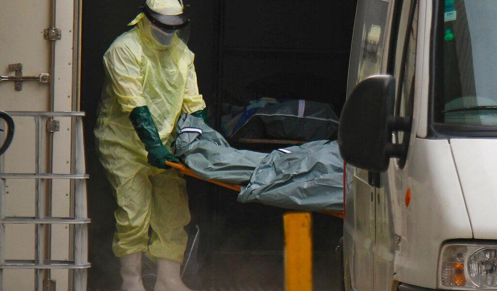 Trasladan fuera de la ciudad brasileña, Manao, a pacientes COVID al escasear oxigeno