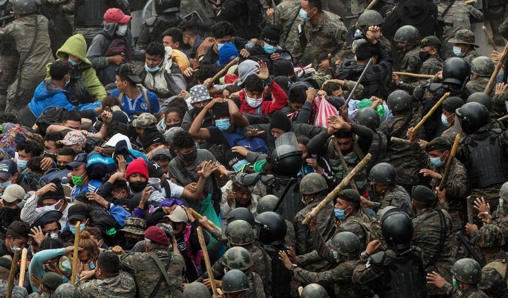 Crece la desesperación entre los migrantes bloqueados por Guatemala