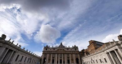 Condena Vaticano al expresidente de su banco y a dos socios por malversar