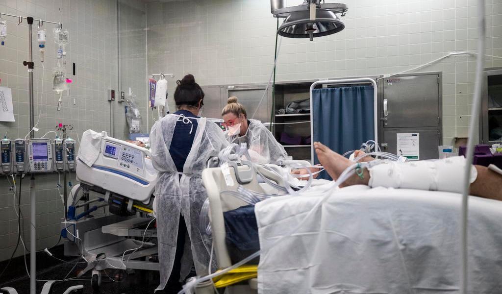 Aceleran vacunación en EUA mientras COVID-19 avanza