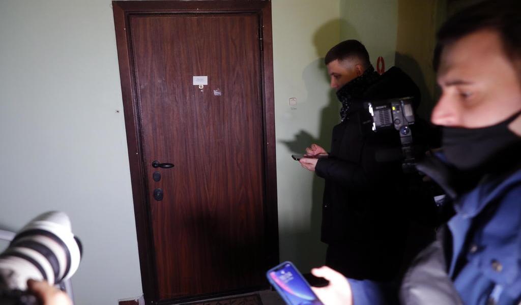 Allana policía apartamento y oficinas de Navalni en Moscú