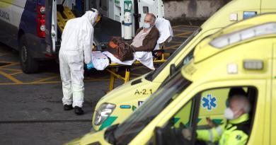 Suma España 515 muertes más por COVID-19; los contagios se ralentizan