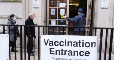 Espera EUA iniciar la vacunación de niños a mediados de año