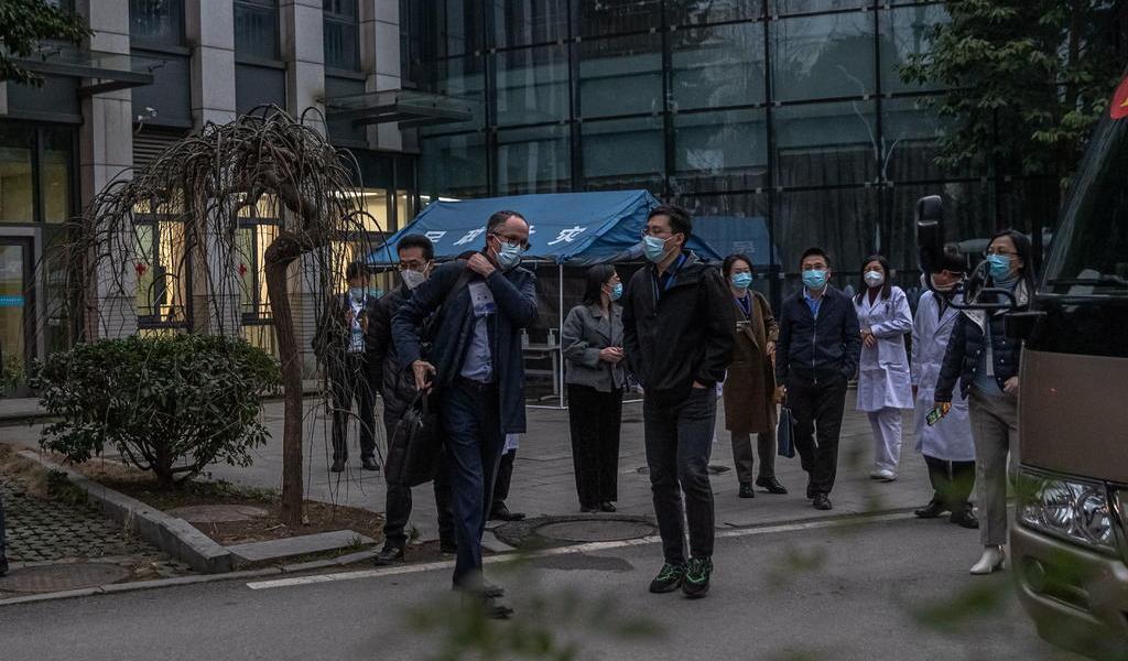 Investigadores de la OMS buscan indicios en mercado de Wuhan