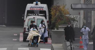 Supera Francia las 76 mil muertes por COVID-19; aumentan hospitalizaciones