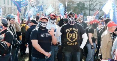 Incluye Canadá a organización Proud Boys en su lista de grupos terroristas