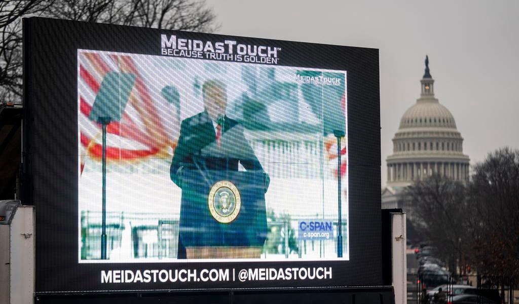 Trump, nuevamente en el centro de la escena; ahora sin voz