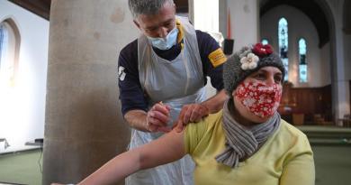 Reino Unido ha vacunado contra COVID-19 al 22% de su población