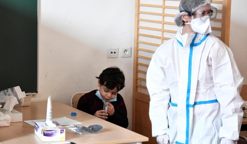Baja Francia de los 20 mil contagios diarios