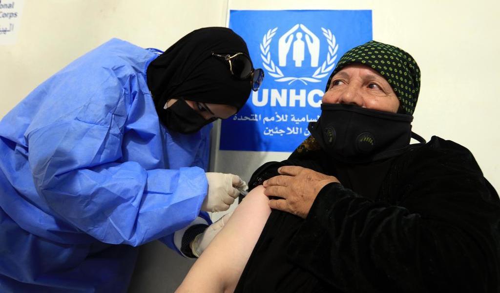 Inaugura Jordania primer centro de vacunación para refugiados del mundo