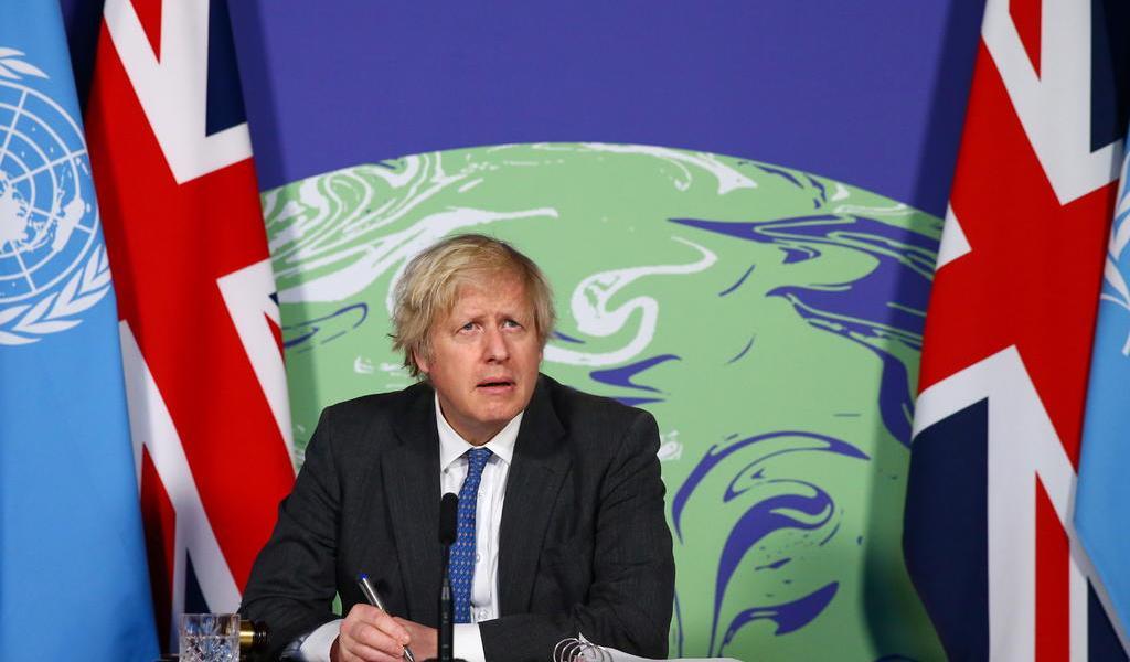 Fustiga Boris Johnson a quienes niegan el cambio climático