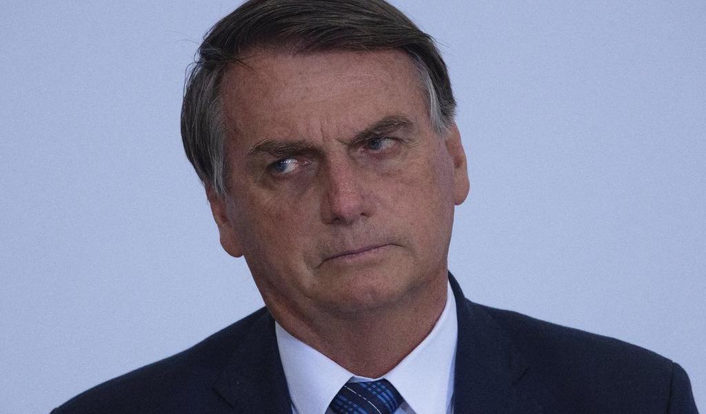 Vuelve Bolsonaro a criticar condiciones de Pfizer para vender vacuna