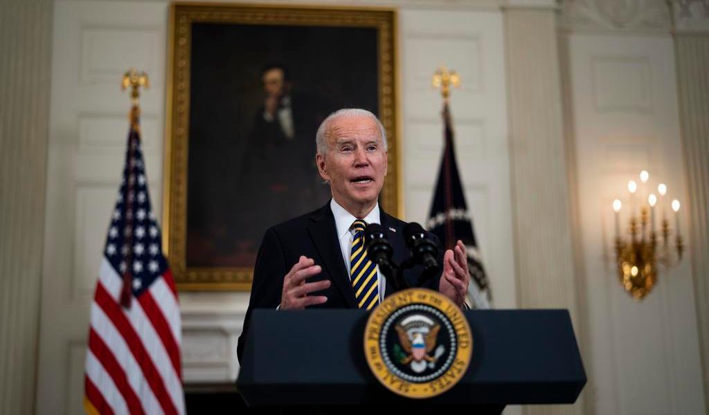 Biden revoca veto de Trump al ingreso de migrantes a EUA por 'riesgo al mercado laboral'
