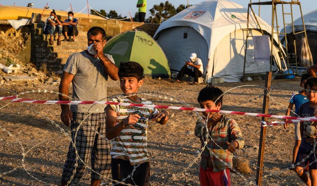 Anuncia Grecia el cierre del campo de refugiados de Lesbos