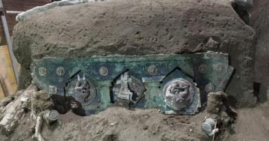 Encuentran en Pompeya importante auto ceremonial