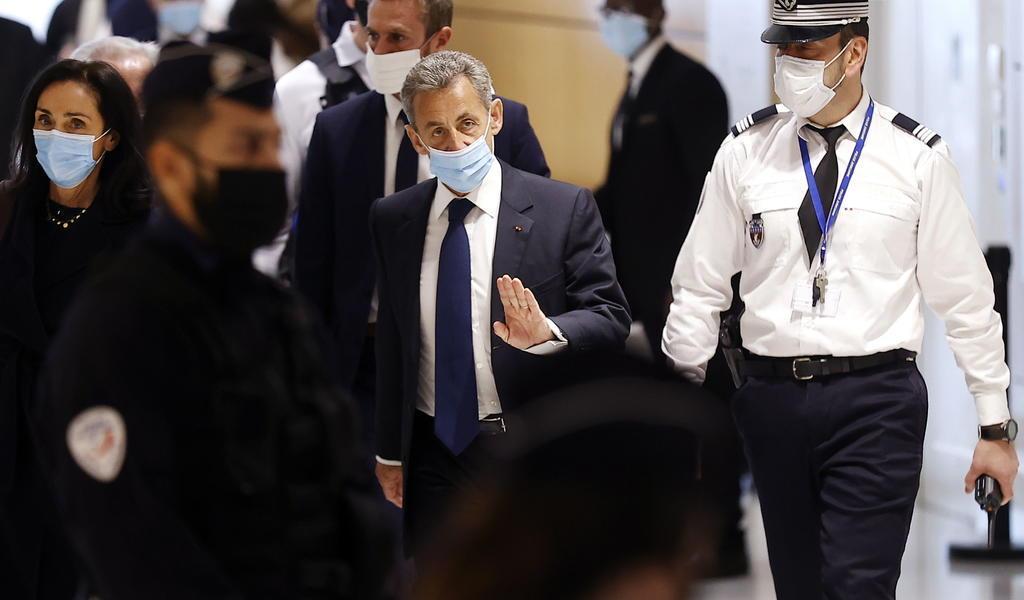 Condenan al expresidente francés Nicolas Sarkozy por corrupción y tráfico de influencias