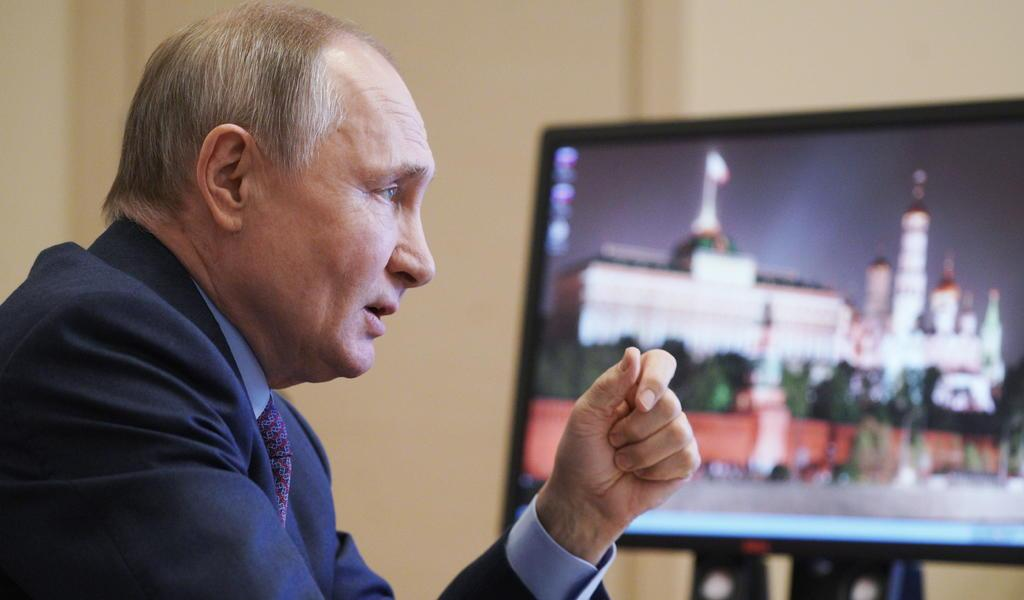 Se vacuna Putin contra COVID-19; rusos siguen reticentes