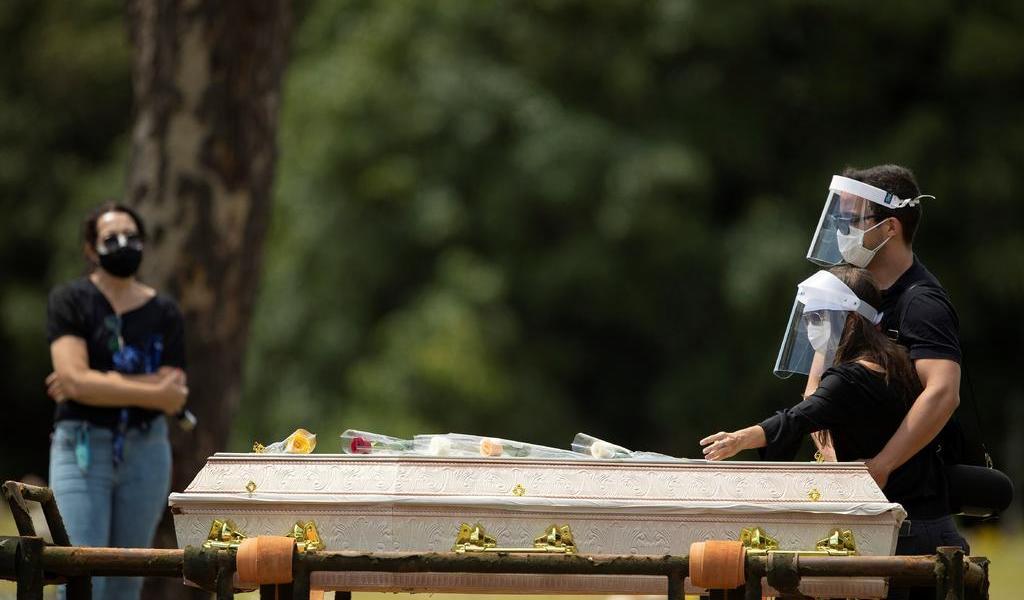 Roza Brasil los 300 mil muertos por COVID-19