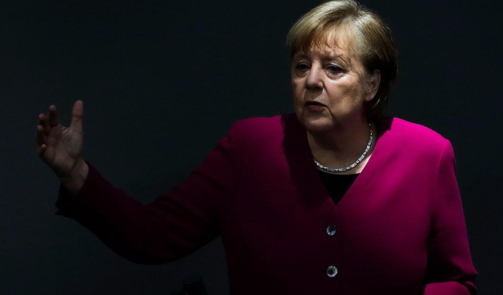 Admite Merkel problemas legales en negar vacaciones en Alemania