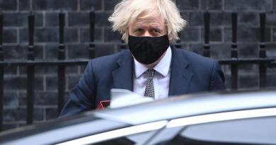 Confirma Johnson reapertura de comercios no esenciales en Reino Unido