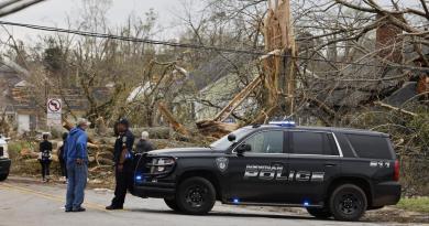 Mueren al menos 3 personas al sur de EUA por tormentas y tornados