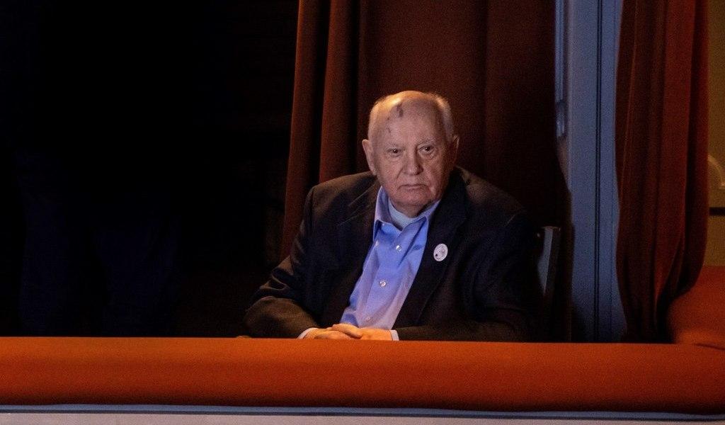 Gorbachov llama a celebrar cumbre