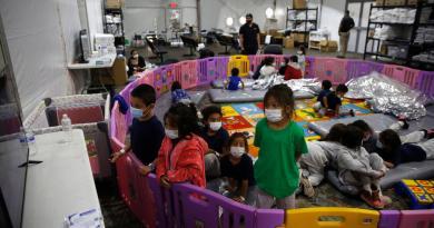 Número de niños indocumentados bajo custodia de EUA desciende el 88 %